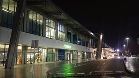 Katowiceluchthaven - Eindb bij nacht Stock Foto