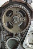 Katrol van de motor voor overdracht de macht, de timingskatrol en de aandrijvingsriem van de motor onderhoud de motor met routine Royalty-vrije Stock Afbeeldingen