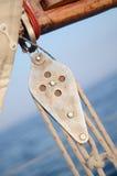 Katrolblokken van mainsheet, lopend optuigen van uitstekend jacht Stock Foto's