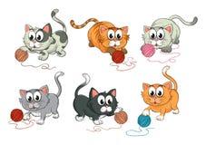 Katten die met wol spelen Stock Afbeeldingen
