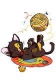 Kattunge som spelar med garnnystan Arkivfoton