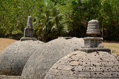 Katurogoda Vihara antigo, dagobas Imagens de Stock