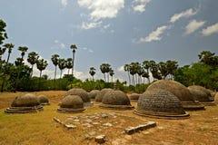 Katurogoda Vihara antigo, dagobas Imagens de Stock Royalty Free