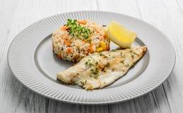 Katvisfilet met Plum Sauce, Jasimine-rijst en groenten Royalty-vrije Stock Fotografie