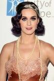 Katy Perry kommt in der Stadt der Hoffnung Ereignisses des Musik-und Unterhaltungsindustrie-Gruppen-Ehrenbob-Pittman an stockbild