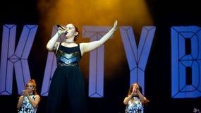 Katyb (Engelse zanger en songwriter) overleg bij FIB Festival Stock Foto
