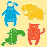 Katze, Kaninchen, Elefant und Papagei Stockbild