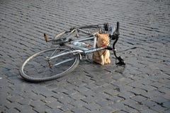 Katze mit einem Fahrrad in der Mitte von Rom stockfoto