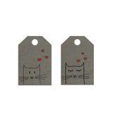 Katzen mit Herzen auf Tag, kleine Katzen etikettiert, Valentinsgrußtagesaufkleber Stockfotografie