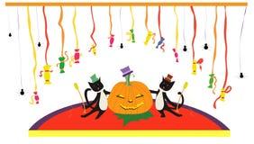 Katzen mit Kürbisen singen im Karaoke und haben Spaß mit Süßigkeiten auf Stadium Lizenzfreie Stockbilder
