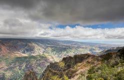Kauai berg på den tropiska Hawaii ön av Kauai Fotografering för Bildbyråer