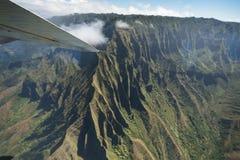Kauai berg på den tropiska Hawaii ön av Kauai Royaltyfri Bild