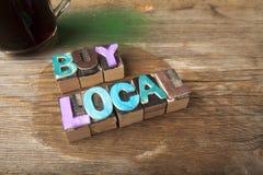 Kauf-Einheimisches - hölzernes gesetztes Wortkonzept Lizenzfreies Stockfoto