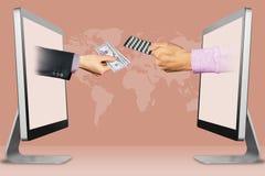 Kauf-Medizinkonzept des elektronischen Geschäftsverkehrs, zwei Hände von den Laptops Hand mit Bargeld und Hand mit Medizinpillen  Lizenzfreies Stockfoto