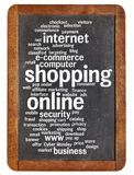 Kaufende Onlinewortwolke Stockbilder