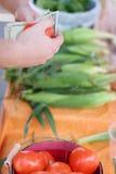 Kaufende Tomate Stockbild