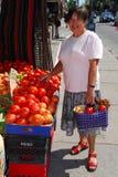 Kaufendes Gemüse stockfotos