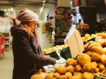 Kaufendes Gemüse Lizenzfreies Stockbild