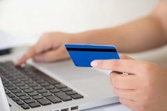 Kaufendes Onlinekonzept Stockfotos