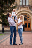 Kaukasisch paar met éénjarige oude jongen Stock Foto
