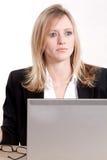 Kaukasische blonde Geschäftsfrau der attraktiven Dreißigerjahre Stockbild