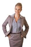Kaukasische blonde Geschäftsfrau in der Klage Lizenzfreie Stockfotografie