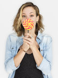 Kaukasische Dame Lollipop Smile Concept Stockbild
