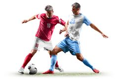 Kaukasische die voetballers op witte achtergrond worden geïsoleerd stock fotografie