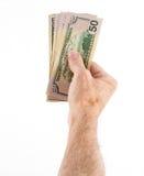 Kaukasische Ethnie übergibt das Halten des Fans von US-Dollar Rechnungen Stockfotografie