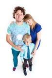 Kaukasische Familie vom Vater, von der Mutter und vom Sohn, weißer Hintergrund des Porträts, in voller Länge Stockbild