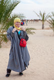 Kaukasische Frau in der beduinischen Kleidung Lizenzfreie Stockfotografie