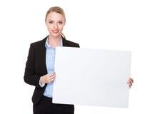 Kaukasische Geschäftsfraushow mit weißer Fahne Stockbilder