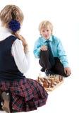 Kaukasische jongen die camera bekijken terwijl het spelen van spel met meisje, geïsoleerde witte achtergrond Stock Foto's