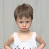 Kaukasische jongen in een sombere stemming royalty-vrije stock afbeeldingen