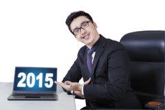 Kaukasische manager die nummer 2015 voorstellen royalty-vrije stock afbeeldingen