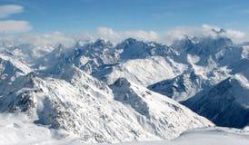 Kaukasische mening. hemel en sneeuw. Stock Foto