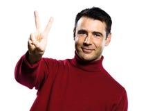Kaukasische mens 2 die twee vingers toont Royalty-vrije Stock Foto