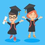 Kaukasische Staffelungskinder mit dem Diplomfeiern lizenzfreie abbildung