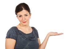 Kaukasische vrouw op witte achtergrond stock foto