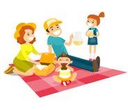 Kaukasische weiße Familie, die ein Picknick im Park hat lizenzfreie abbildung