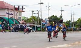 Kaukasische weibliche Radfahrer Lizenzfreie Stockfotografie