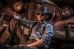 Kaukasischer Cowboy Barn Relax lizenzfreies stockbild