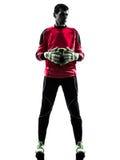 Kaukasischer Fußballspieler-Torhütermann, der Ballschattenbild hält Stockbild