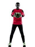 Kaukasischer Fußballspieler-Torhütermann, der Ballschattenbild hält lizenzfreie stockfotos