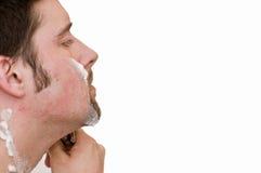 Kaukasischer männlicher Rasiergesicht getrennter Hintergrund lizenzfreie stockfotos