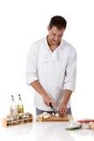 Kaukasischer Mann des jungen Chefs, geschmackvolles Bratenrindfleisch stockfotos