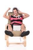 Kaukasischer stattlicher Mann, entspannend Stockfoto