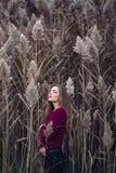 Kaukasisches blondes junges Schönheitsmädchen mit dem langen Haar Stockfoto