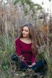 Kaukasisches blondes junges Schönheitsmädchen mit dem langen Haar Stockbilder