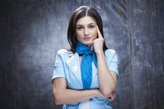 Kaukasisches Frauenanalysieren Lizenzfreie Stockfotografie